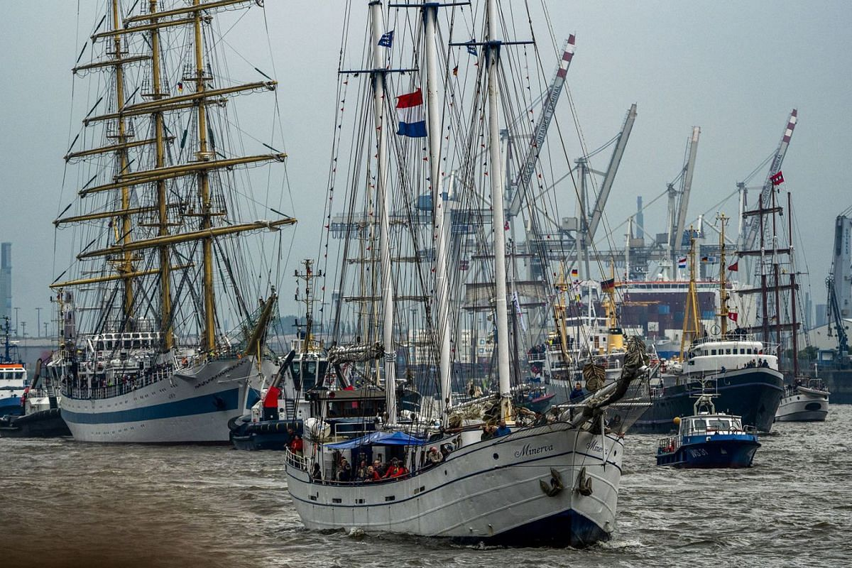 View of ships during the opening parade of the 829th 'Hafengeburtstag' (Port Anniversary) in Hamburg, Germany, May 10, 2018. PHOTO: EPA-EFE