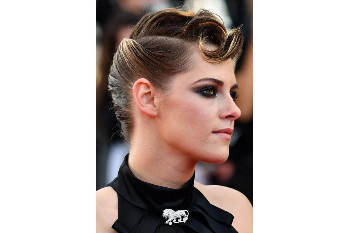 The dress was meh at the opening ceremony on May 8, but Stewart's smoky plum eye and fabulously swept-back hair with the curlicue cowlick was on point.