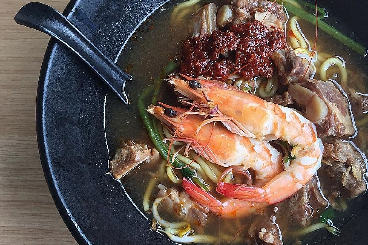 A study of 56 people with prawn allergies found that about half still consume small amounts of prawn, thinking it would not lead to a severe reaction.