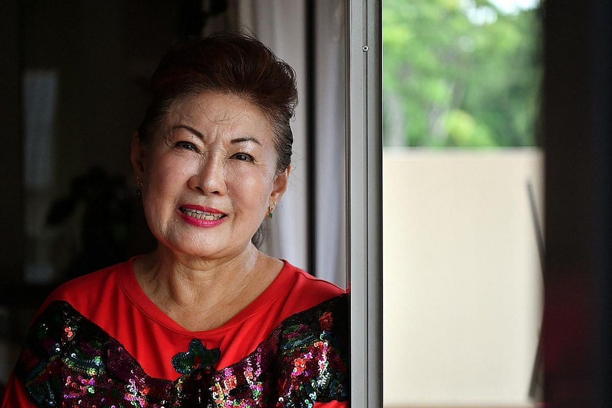 Jin receives her first award after a 30-year-long career with Mediacorp. Actress Jin Yinji left Mediacorp last year as a full-time artist and now acts on a freelance basis.