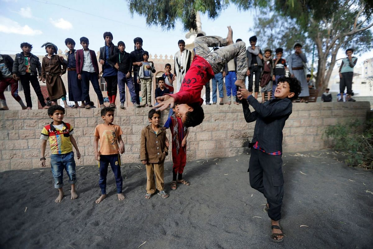 Boys perform acrobatics at the yard of an orphanage in Sanaa, Yemen May 30, 2018. Photo: REUTERS