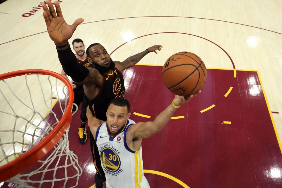 Stephen Curry #30 of the Golden State Warriors attempts a layup defended by LeBron James #23 of the Cleveland Cavaliers in the third quarter during Game Three of the 2018 NBA Finals at Quicken Loans Arena on June 6, 2018 in Cleveland, Ohio. PHOTO: GE
