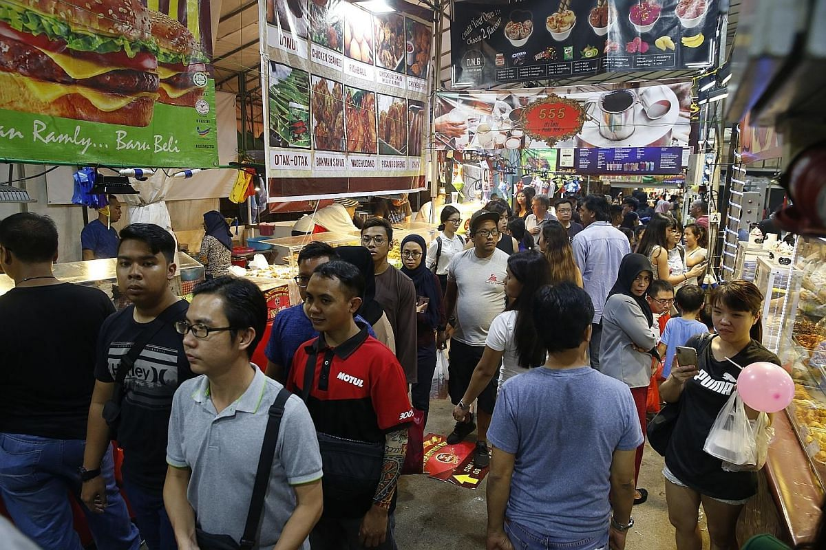 The biggest and most popular one is the Geylang Serai bazaar (above), which has stalls running along The Malay Village and outside Tanjong Katong Complex.