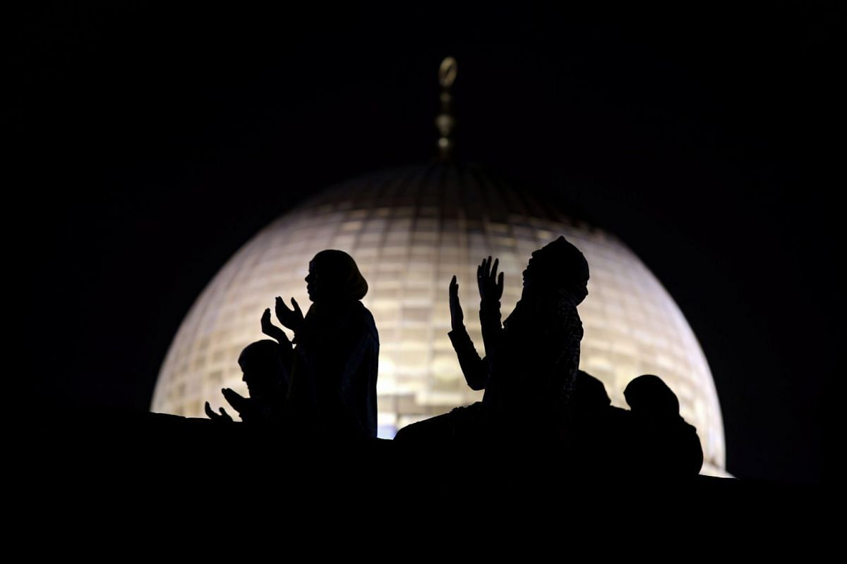 Muslim women pray in front of the Dome of the Rock, on the compound known to Muslims as Noble Sanctuary and to Jews as Temple Mount, during Laylat al-Qadr in Jerusalem's Old City June 11, 2018. PHOTO: REUTERS