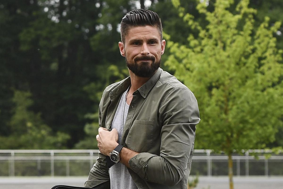 "French forward Olivier Giroud, who plays for Chelsea, was voted the ""Hottest Premier League Player"" in 2015."