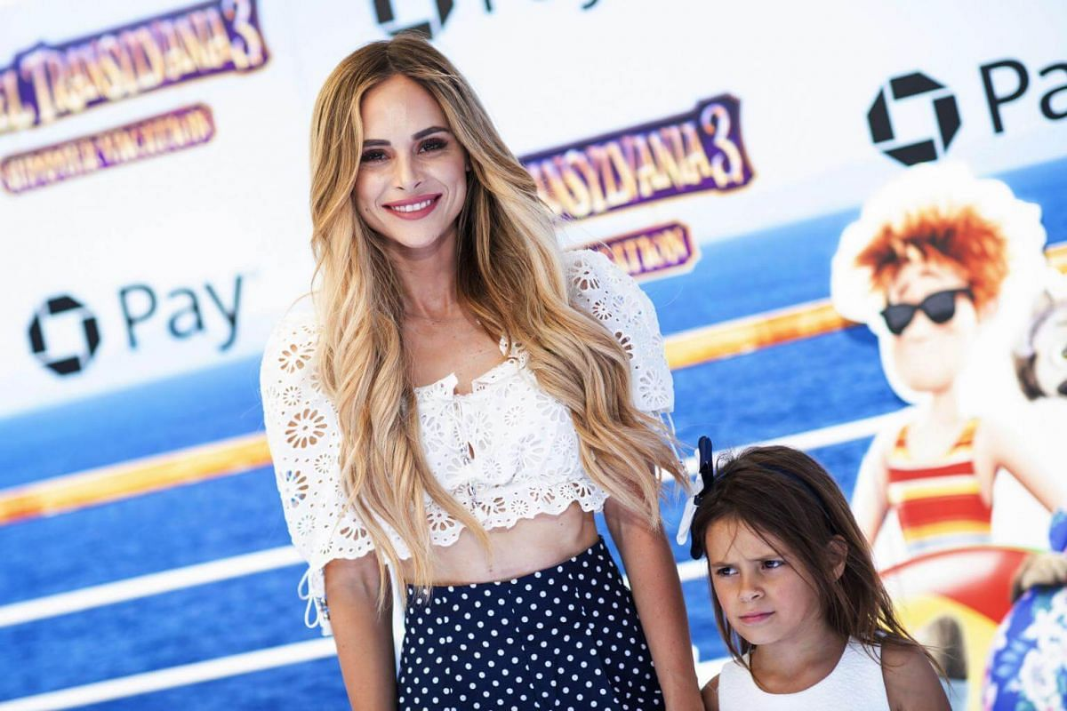 Amanda Stanton (left) and daughter Kinsley Buonfiglio attend the world premiere of Hotel Transylvania 3: Summer Vacation on June 30, 2018.
