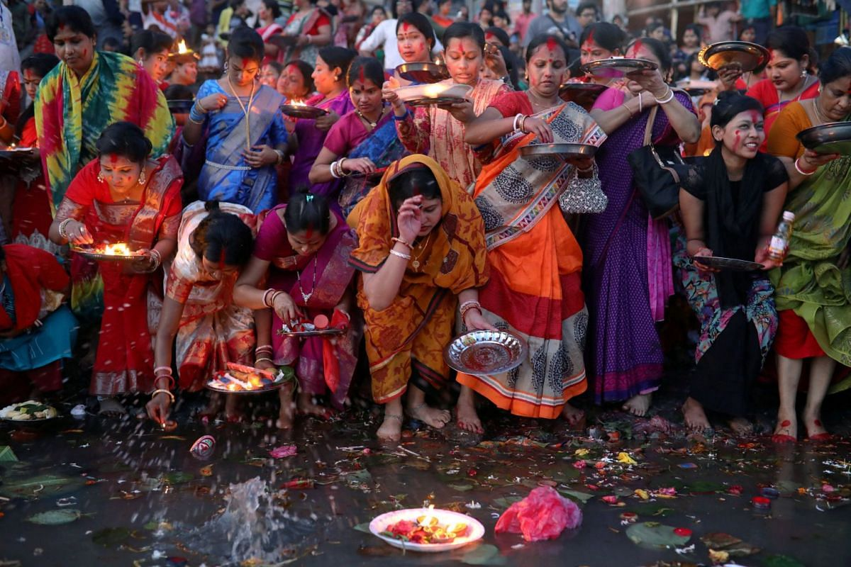 Hindu devotees release oil lamps to the Buriganga river as they observe Bipottarini Puja in Dhaka, Bangladesh, July 17, 2018. PHOTO: REUTERS