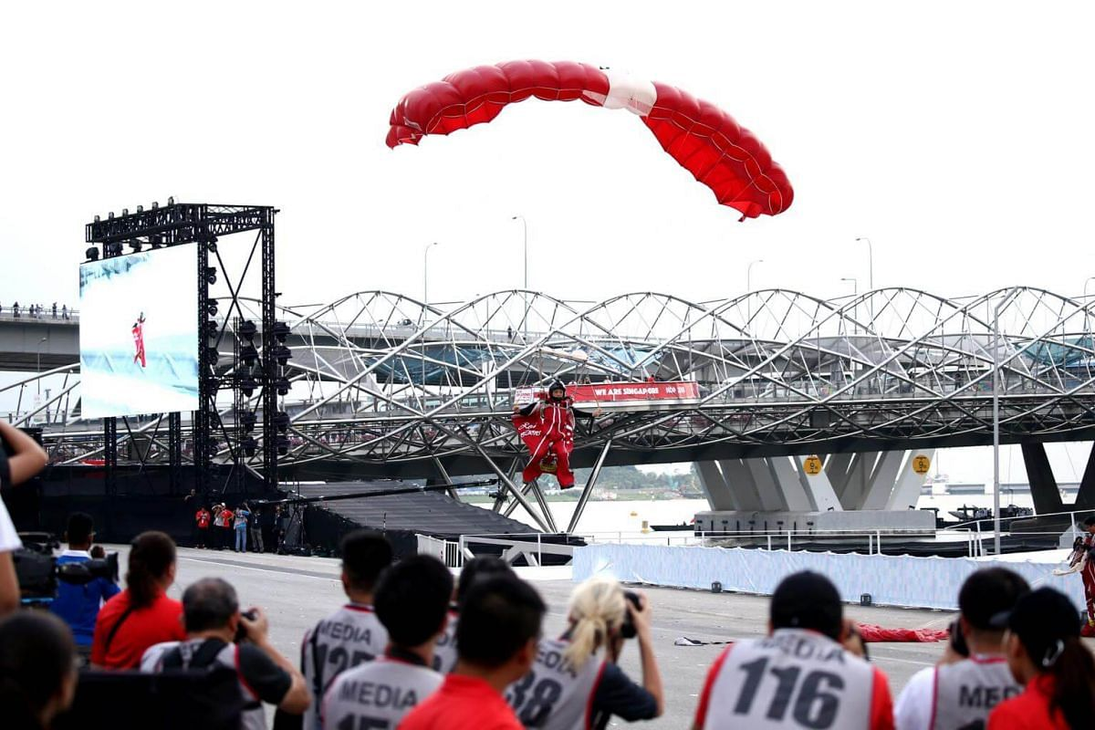 SAF First Warrant Officer Ivan Low from the Red Lions parachuting onto The Float @ Marina Bay during the NE show 1, on July 7 2018.
