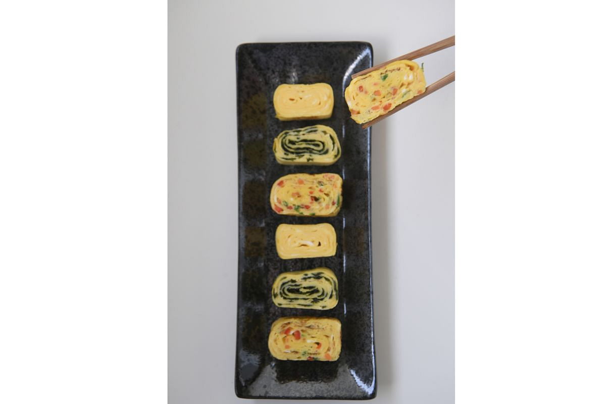 You can make these egg rolls plain, or fill them with seaweed or chopped vegetables.