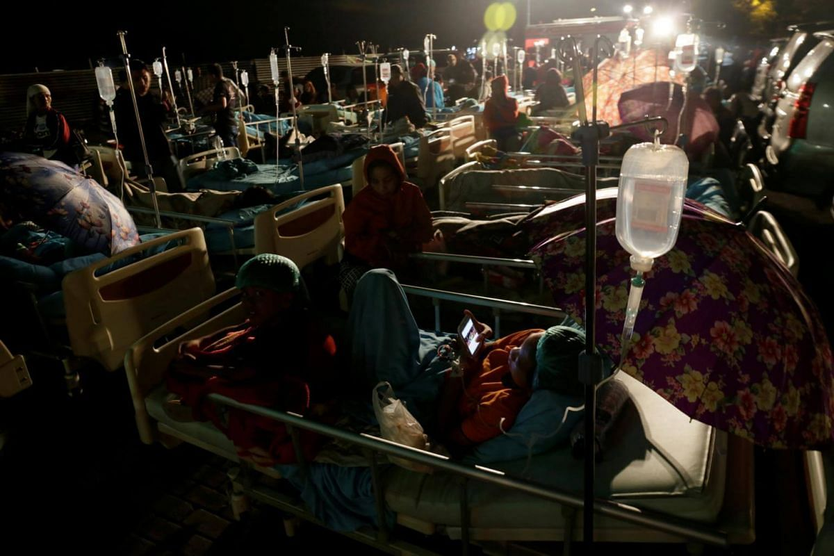 Patients outside a hospital following a strong earthquake on nearby Lombok island, at a government hospital near Denpasar, on Aug 5, 2018.
