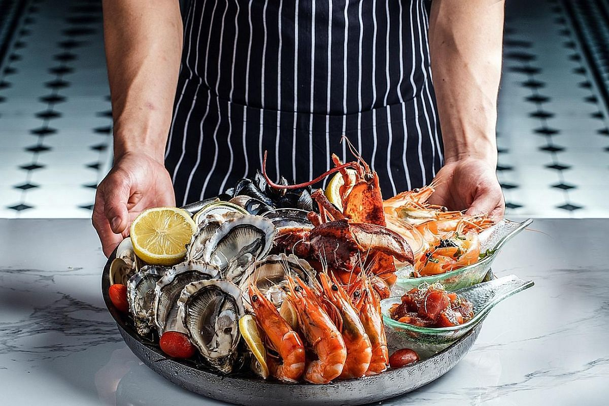 The seafood platters here are good, whether hot, cold or smoked.