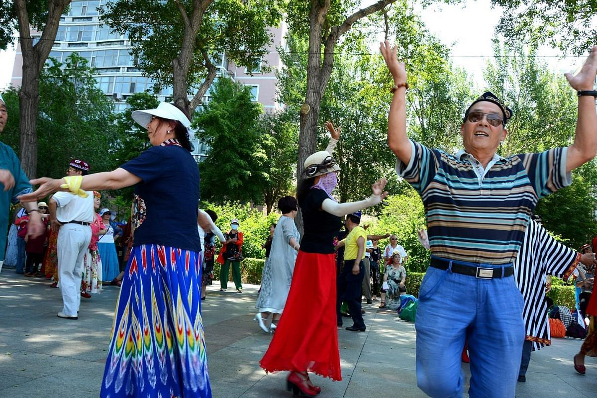 Whether it is a graceful waltz or a central Asian dance complete with costumes, Harbin residents are always eager to practise their moves at Stalin Park and along Zhongyang Dajie.