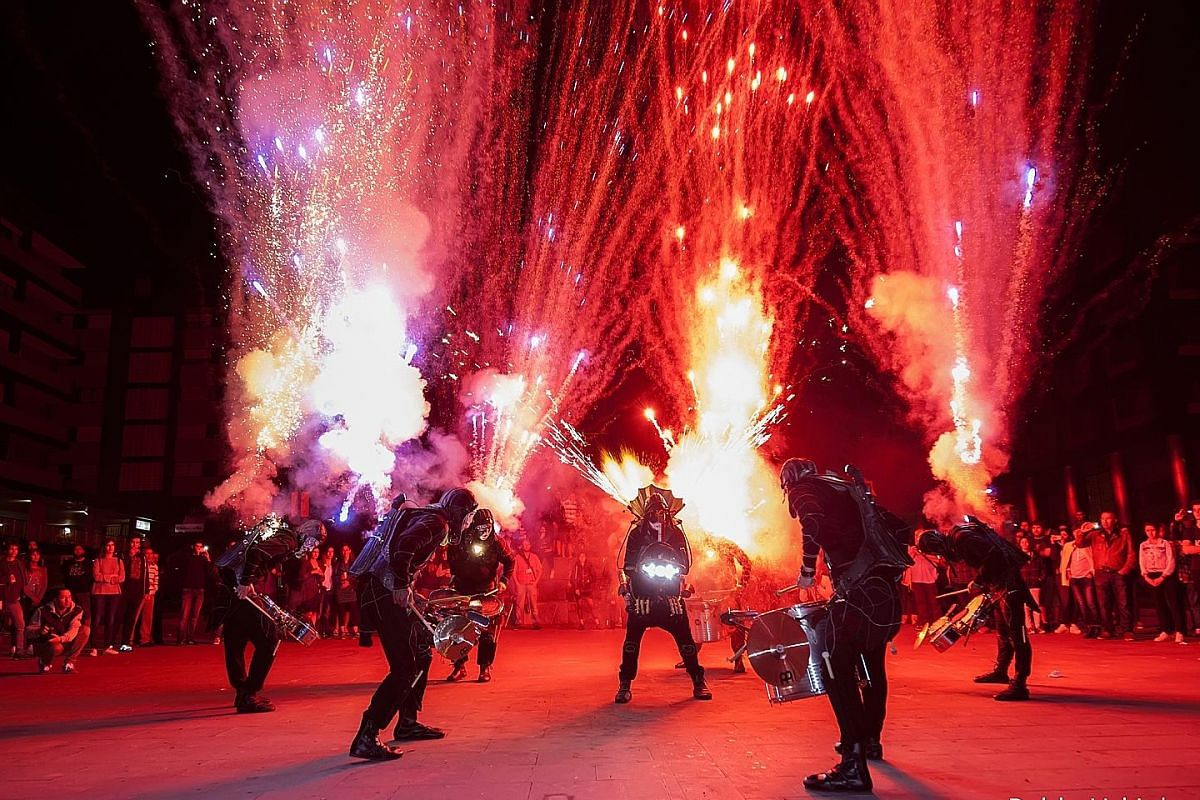 Ember Rain by Starlight Alchemy at Cathay Green creates a downpour of sparkling embers as visitors pedal a bicycle which feeds the charcoal fire. Basque group Deabru Baltzak will take to the streets with rhythmic percussion and pyrotechnics. These pu