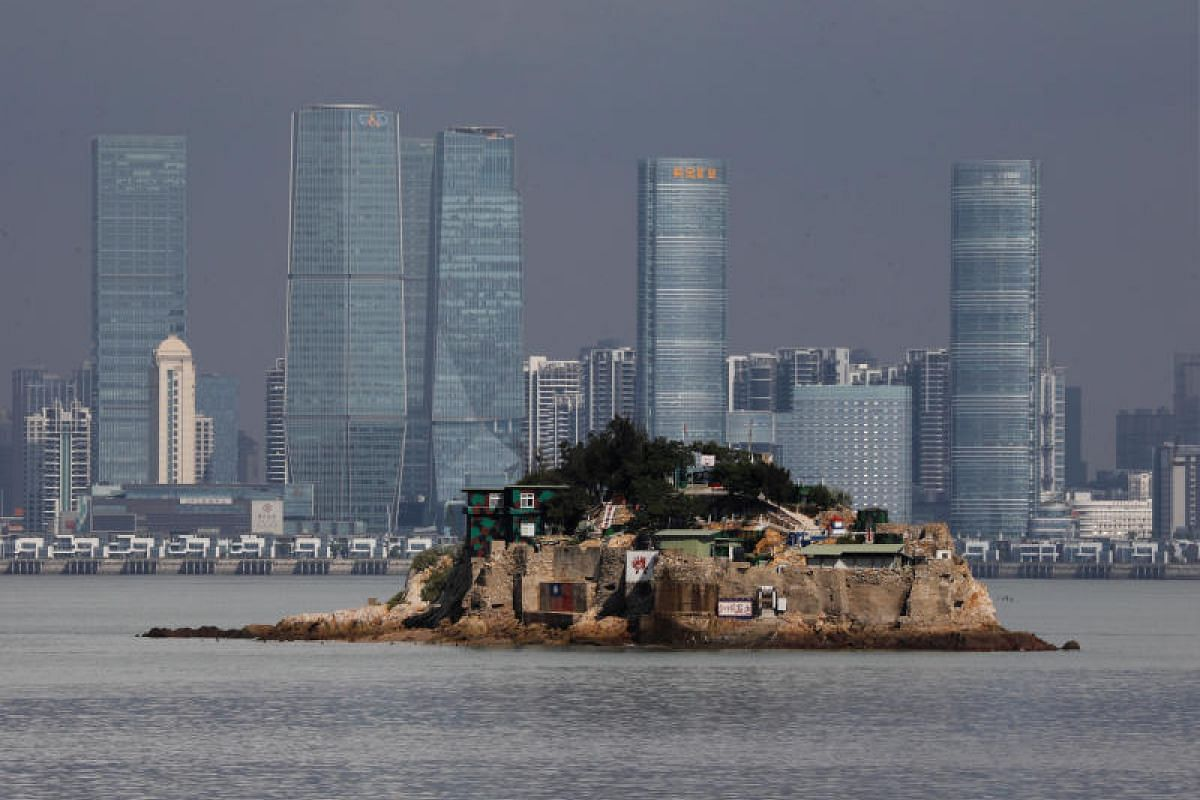 Shiyu, or Lion Islet, which is part of Kinmen county, one of Taiwan's offshore islands, is seen in front of China's Xiamen, on Lieyu island, Kinmen county, Taiwan. PHOTO:REUTERS