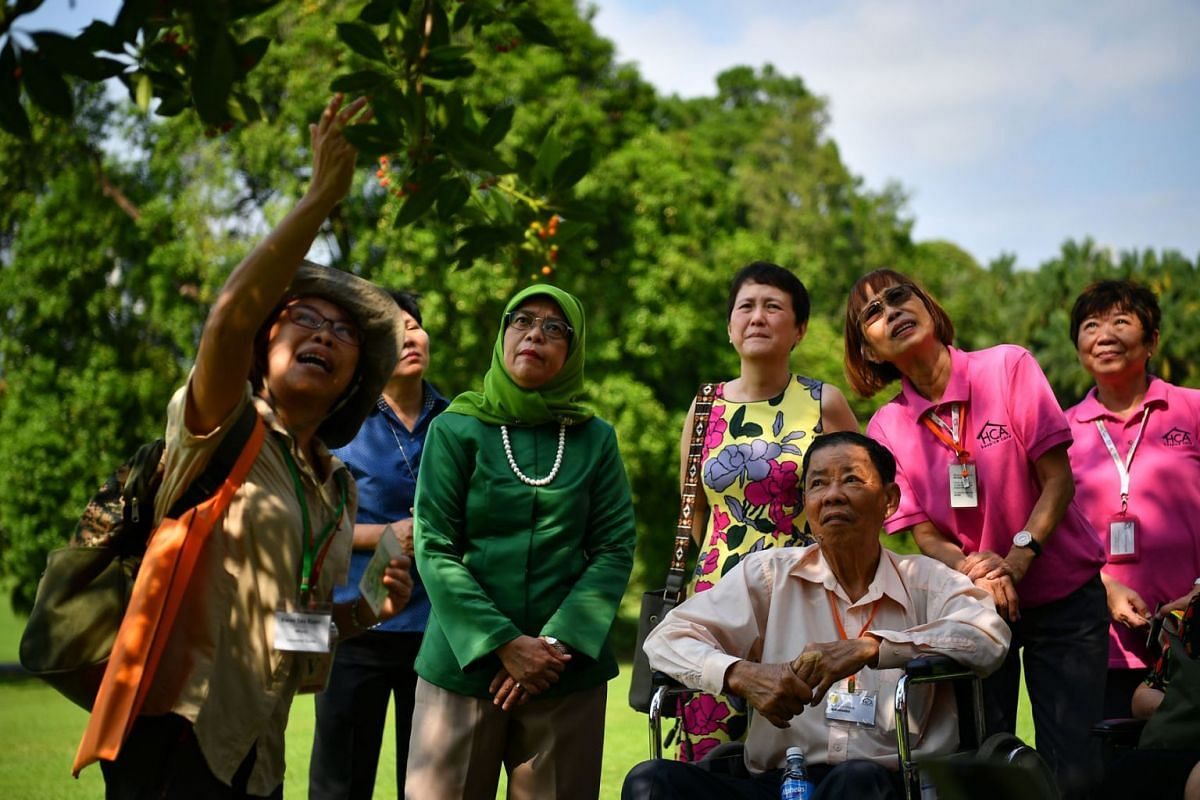 Singapore's President Halimah Yacob welcomed 44 guests from HCA Hospice Care to a garden tour of the Istana on Sept 10, 2018. PHOTO: LIM YAOHUI