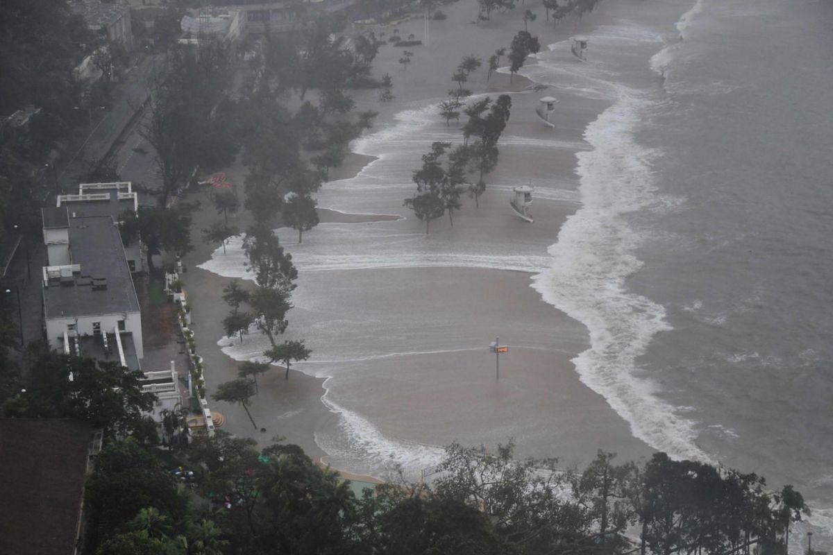 Large waves hit Repulse Bay beach as Typhoon Mangkhut slams into Hong Kong on Sept 16, 2018.
