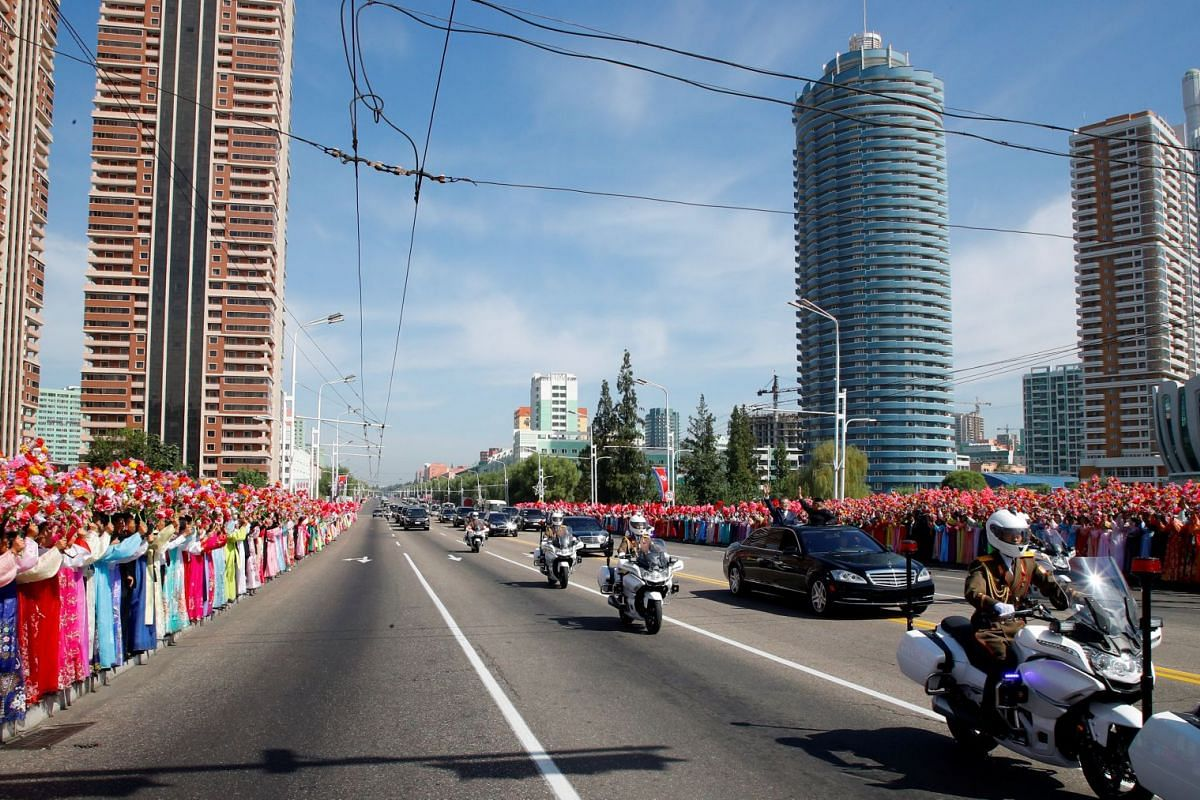 A convoy of vehicles transporting South Korean President Moon Jae-in and North Korean leader Kim Jong Un is seen during a car parade in Pyongyang, on Sept 18, 2018.