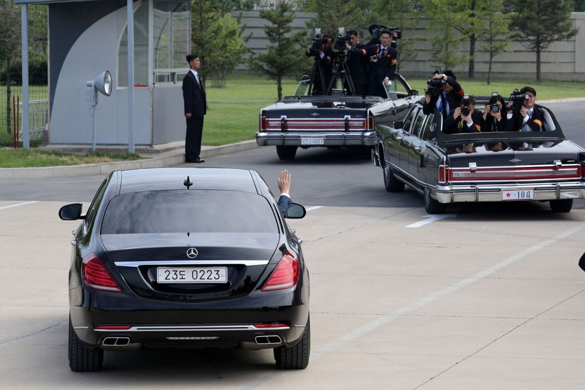 South Korean President Moon Jae-in (in a car) waves after a welcoming ceremony at Pyongyang airport, on Sept 18, 2018.