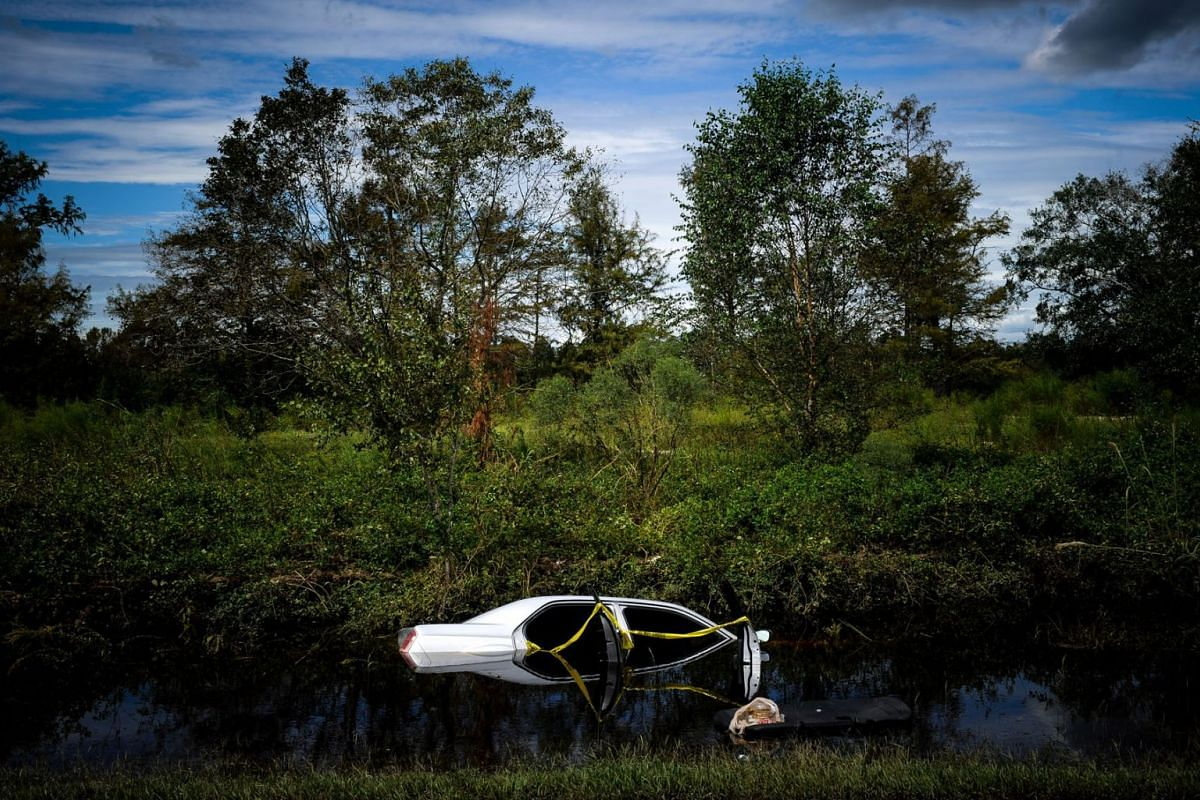 A vehicle sits submerged in floodwaters after Hurricane Florence hit near Fayetteville, North Carolina, U.S., on Tuesday, Sept. 18, 2018. PHOTO: BLOOMBERG
