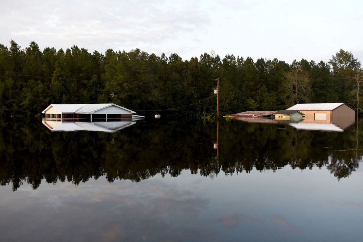 Houses stand submerged by floodwaters after Hurricane Florence hit in Bergaw, North Carolina, U.S., on Thursday, Sept. 20, 2018. PHOTO: BLOOMBERG