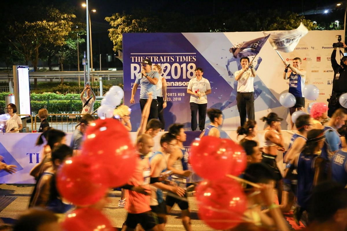 (On stage, from right) ST editor and editor-in-chief of the SPH's English/Malay/Tamil Media Group, Mr Warren Fernandez; Panasonic's Director, Domestic Business Division, Mr Philip Chua; and ST Sports editor Lee Yulin, flagging off the 18.45km run.