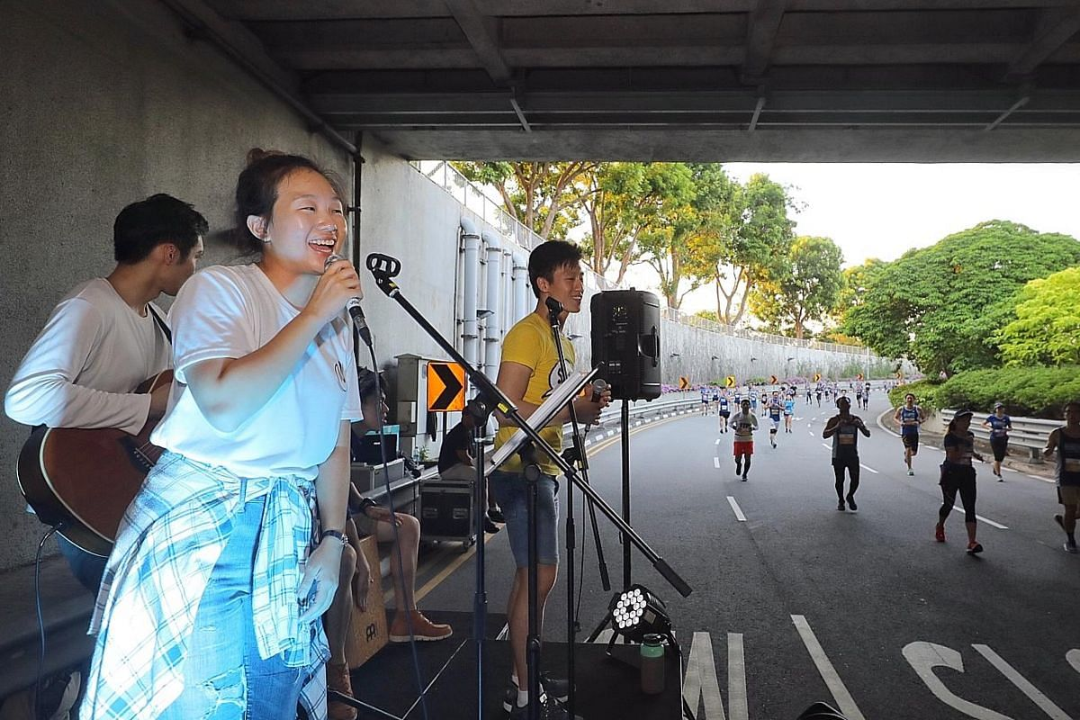 PushPlay, a band made up of students from Nanyang Technological University, entertaining participants of the 10km race under Merdeka Bridge. The ST Run was more than just fun and fitness, as $1 of the fee from every paid registration was set aside fo