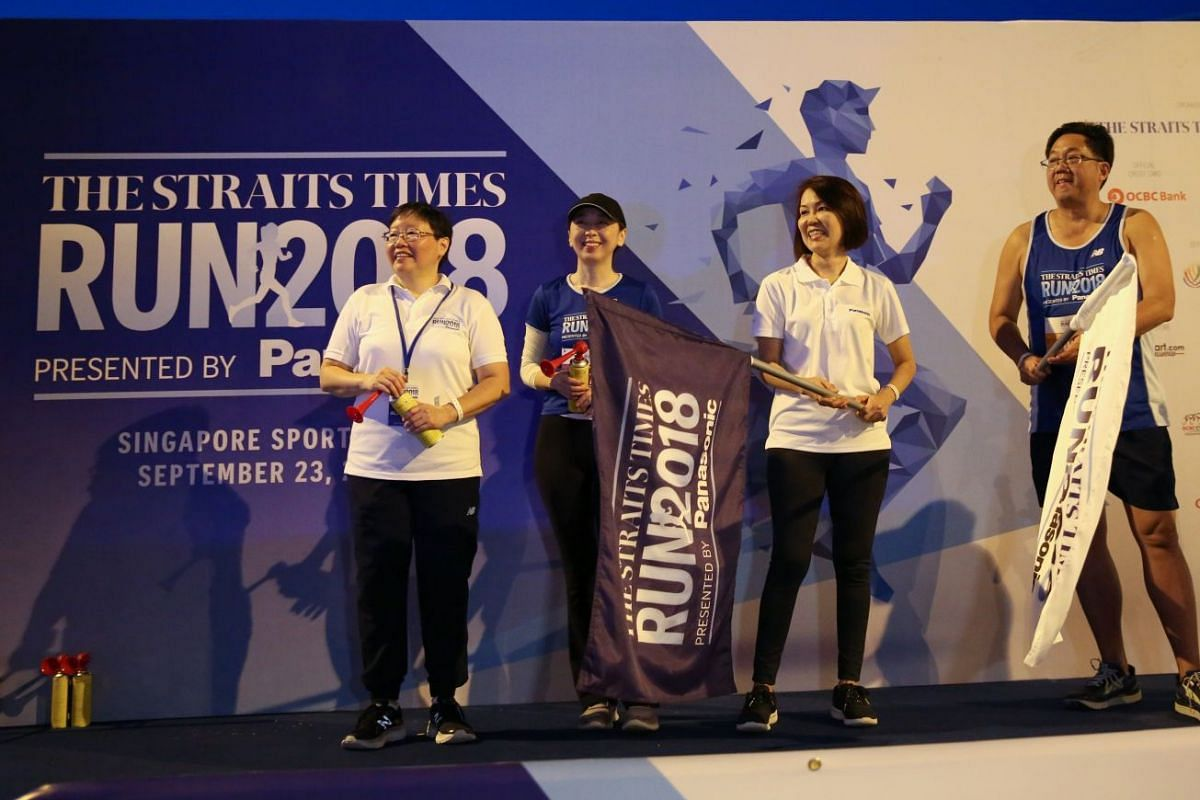ST sports editor Lee Yulin (from left), ST executive editor Sumiko Tan, Panasonic Singapore's general manager of marketing communications Joanne Ng and Singapore Press Holdings' chief executive Ng Yat Chung at the flag-off for the 10km race.