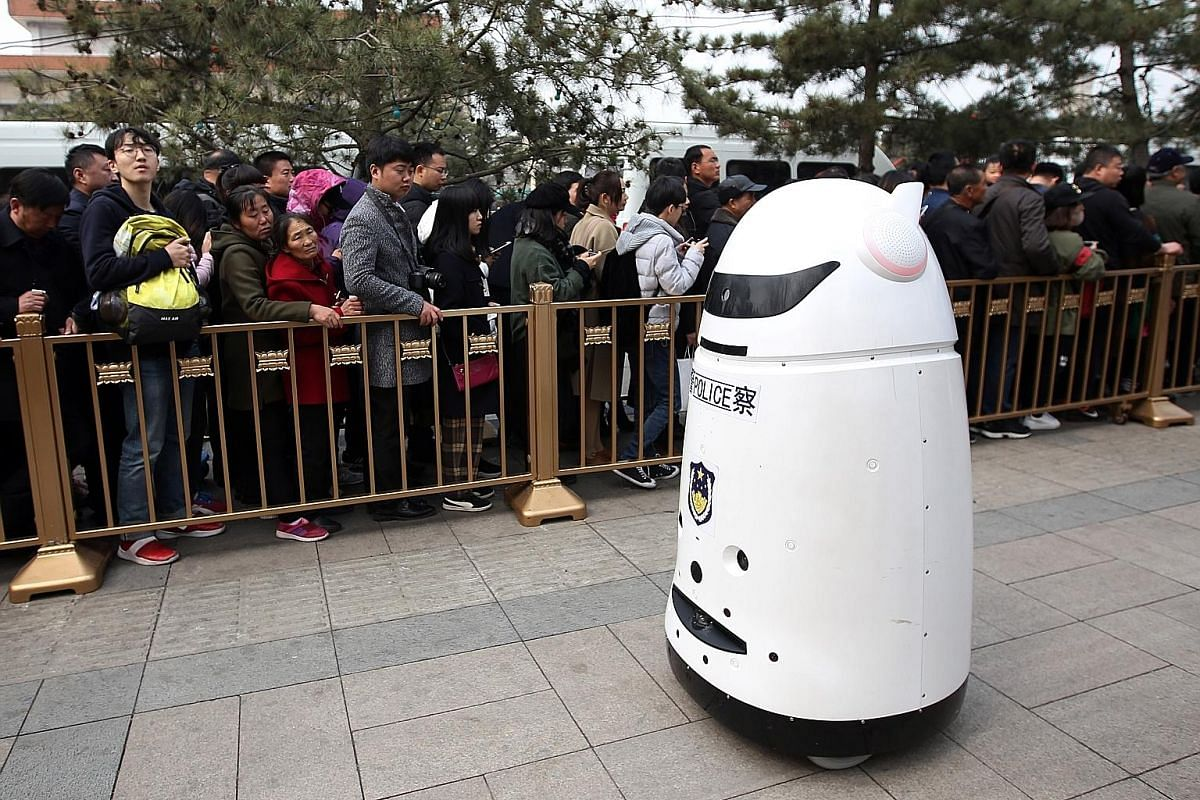 iPal (right) is a social robot that is designed to offer care and companionship to children and the elderly. KeeKo the robot (left) at a kindergarten in Hebei. It can play games with children, dance, sing, read stories, have a conversation with young