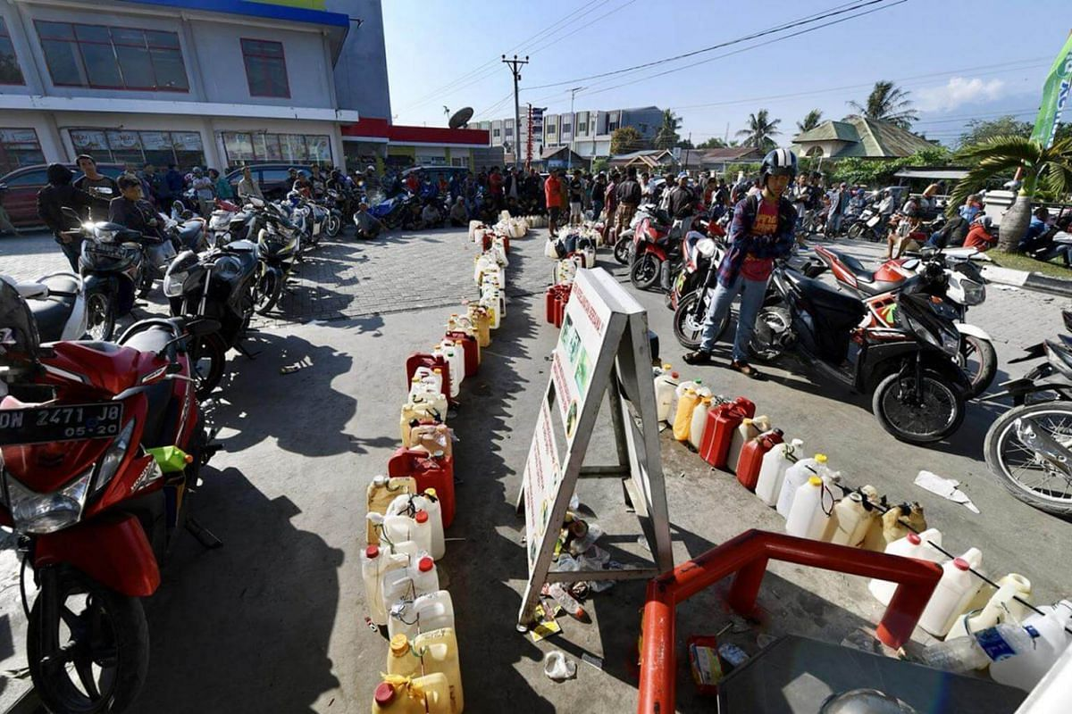 Long queues of motorists waiting to purchase fuel in Palu. There is still a severe shortage of fuel in the region after it was devastated by an earthquake last Friday (Sept 28).