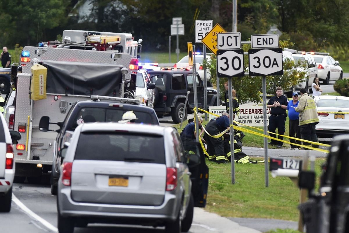 Emergency vehicles outside the Apple Barrel Country Store in Schoharie, N.Y., on Saturday, Oct. 6, 2018. A two-vehicle collision involving a limousine left 20 dead in the upstate New York town. PHOTO: THE DAILY GAZETTE VIA THE NEW YORK TIMES