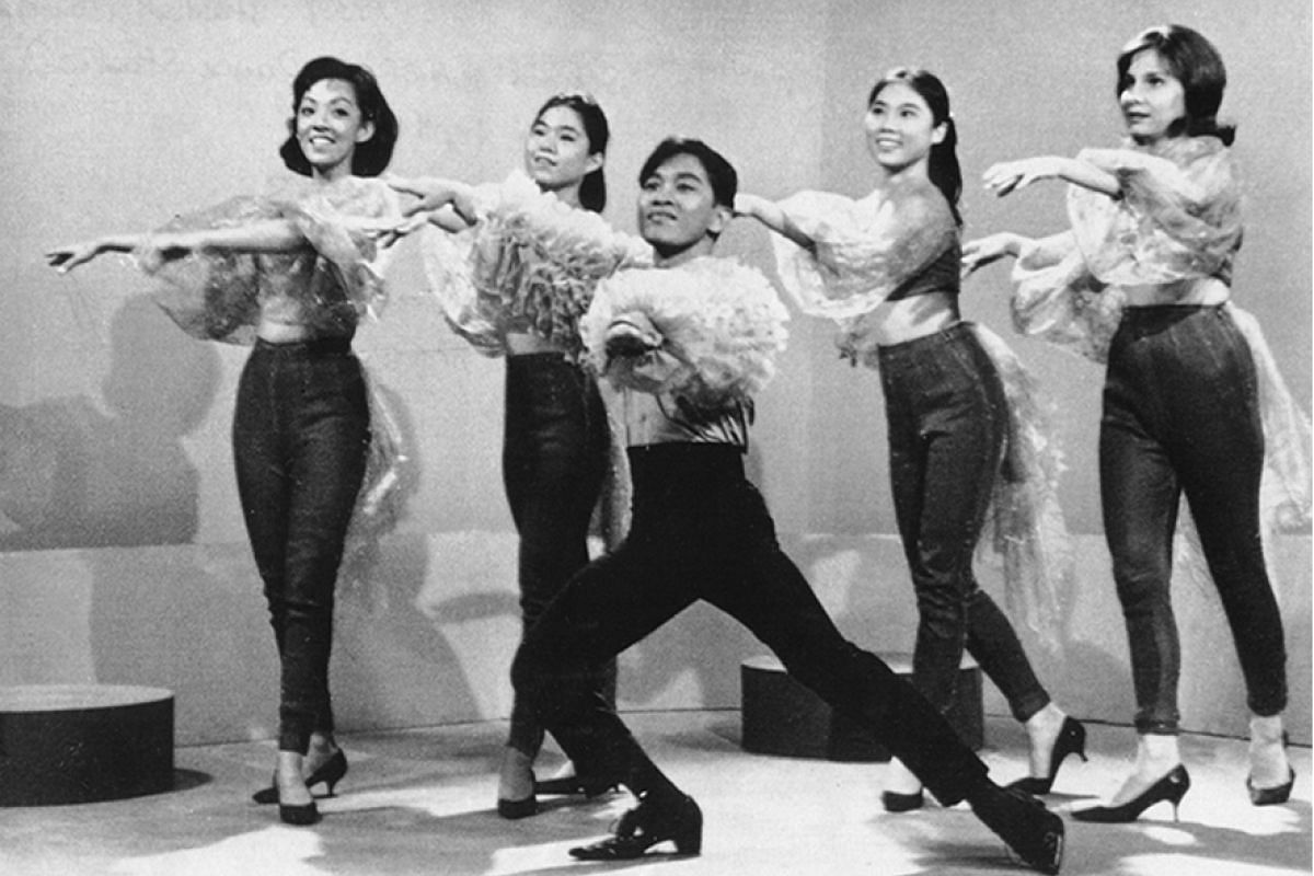 Soliano also performed as a dancer. Here, he is part of a performance at Radio TV Singapore's Dendang Ria Show in 1963.