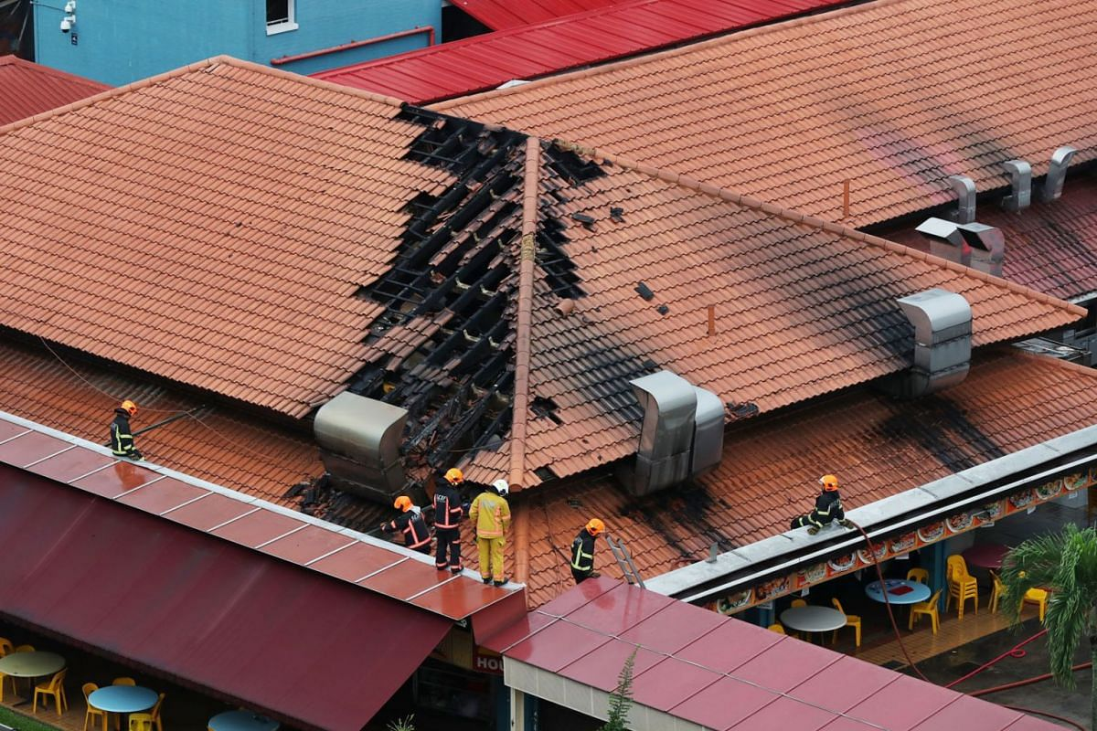 Fire destroys part of roof of a Jurong West coffee shop on Nov 21, 2018. PHOTO: THE STRAITS TIMES/GAVIN FOO