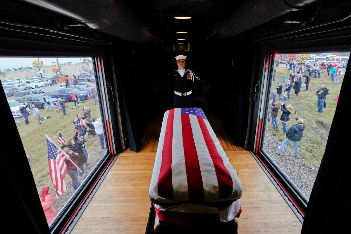 The flag-draped casket of former President George H.W. Bush passes through Magnolia, Texas, Thursday, Dec. 6, 2018, along the route from Spring to College Station, Texas. PHOTO: POOL VIA REUTERS