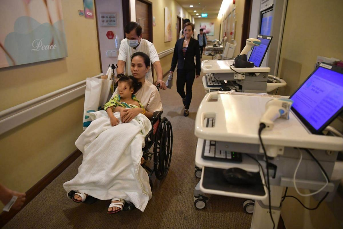 Ton Nu Hoang Dung with her mother Madam Hoang Thi Thuy Linh, former primary school teacher, on the way to the operating theatre at Mount Elizabeth Hospital on Nov 20, 2018.