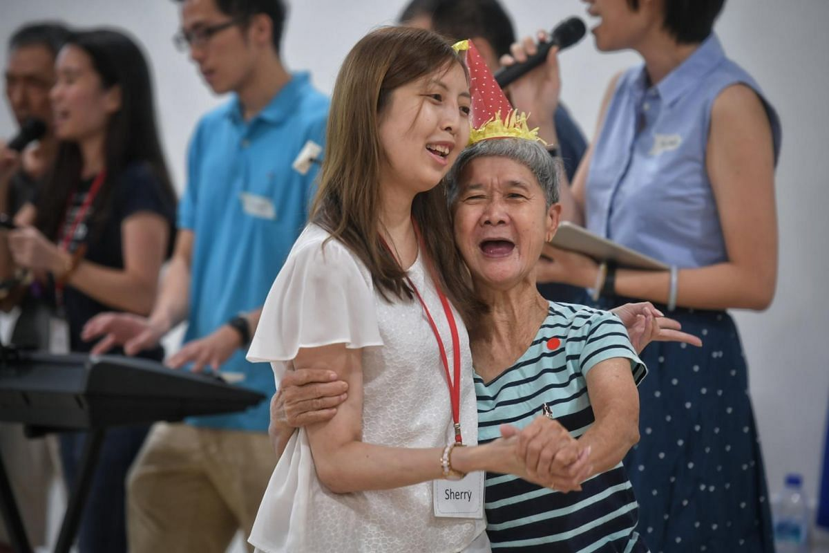 Ms Sherry Soon, 37, sings and dances with Madam How Shap Nooi, 69, a resident of the home that Be Kind SG visited, on Dec 9, 2018. Be Kind SG was started by Ms Soon and organises volunteering opportunities, where people can pick and choose the activi