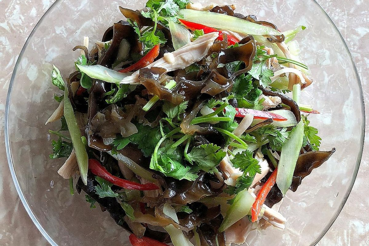 Use up leftovers in the fridge to make this light black fungus salad, inspired by dim sum restaurants in Hong Kong.