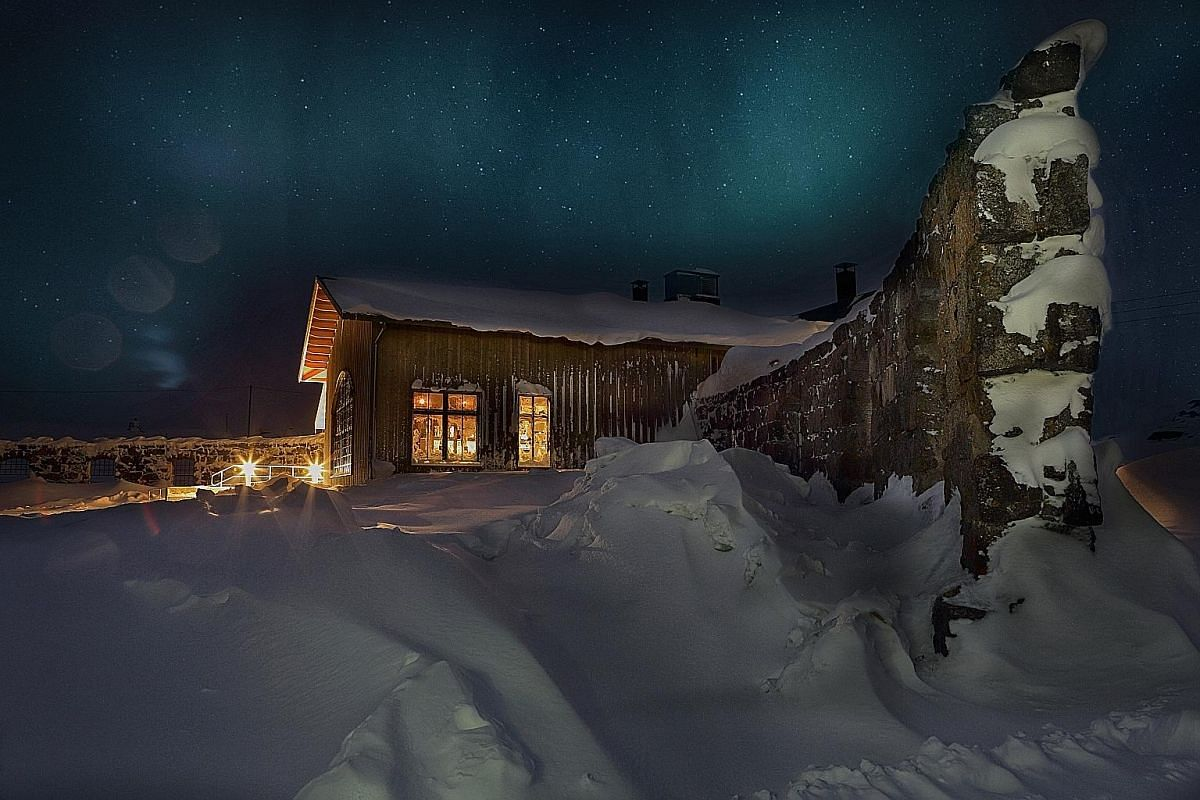 The Niehku Mountain Villa has terrain (left) suitable for novices and experts. The lodge (below) has 14 rooms and cool design.
