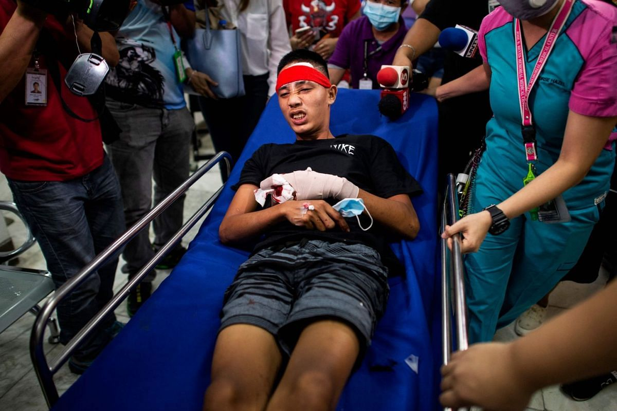 A youth injured by firecrackers arrives at the Jose Reyes Memorial Medical Center in Manila early on January 1, 2019, after New Year's celebrations. PHOTO: AFP
