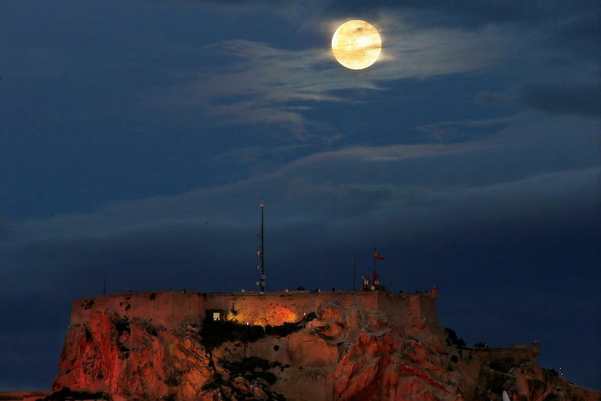The full moon rises over the Santa Barbara Castle in Alicante, eastern Spain on Jan 20, 2019.