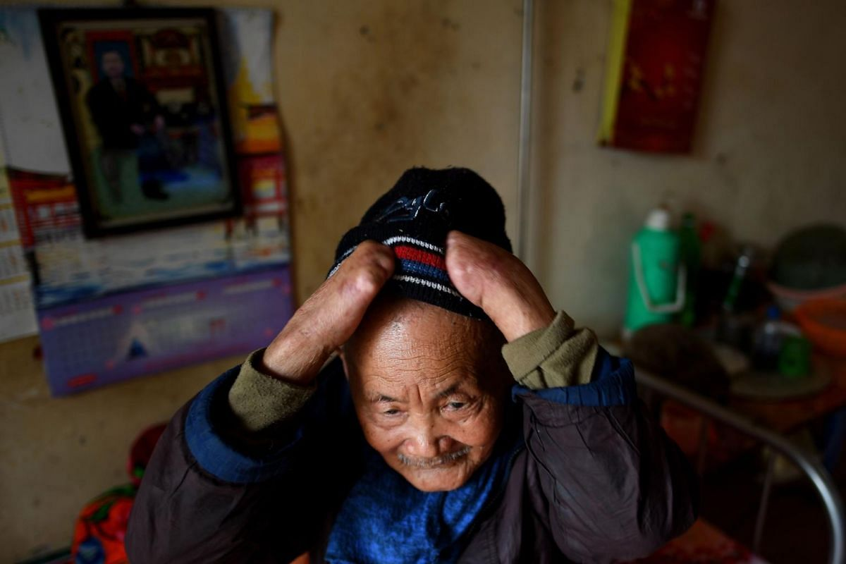 Leprosy patient Nguyen Quang Chieu, 85, puts on his wool cap at Van Mon Leprosy Hospice on Jan 20, 2019.