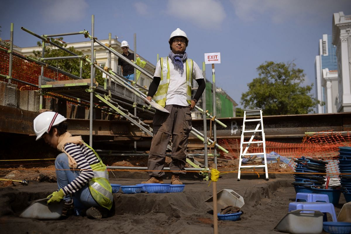 Archaeologist Lim Chen Sian (standing) led the 2015 Empress Place dig, which unearthed 14th-century imperial-grade jade ceramics.
