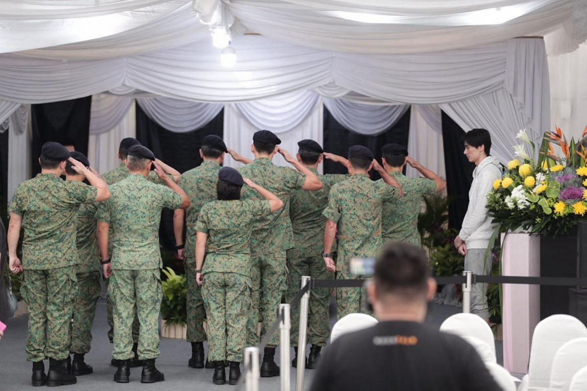 SAF personnel paying their respects to CFC (NS) Aloysius Pang at the wake, on Jan 27, 2019.