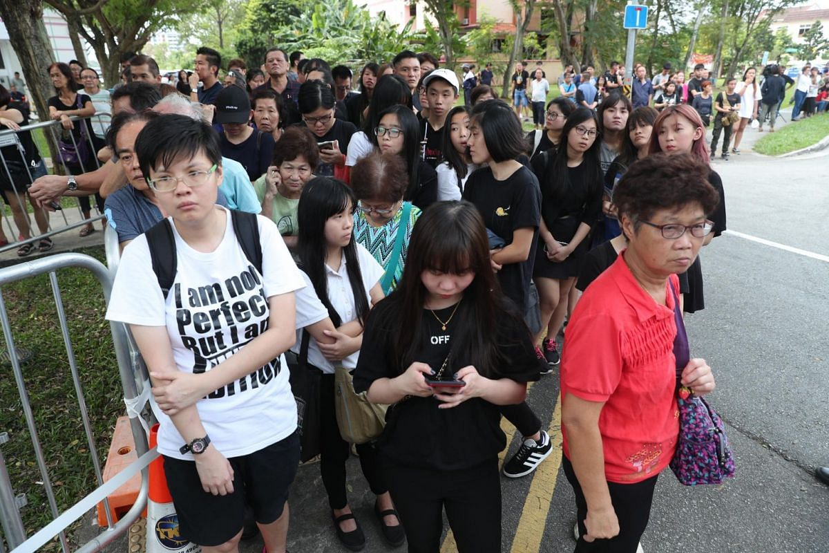 Members of the public queueing up to pay their last respects at the wake of actor Aloysius Pang, on Jan 27, 2019.