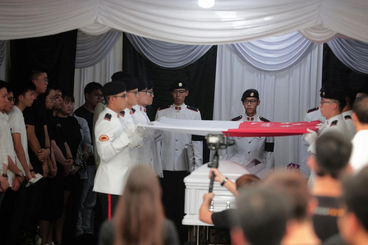 SAF personnel draping the national flag over the coffin of CFC (NS) Aloysius Pang at his wake, on Jan 27, 2019.