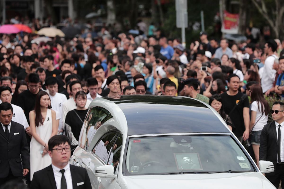 Hundreds of friends and fans of actor Aloysius Pang lined MacPherson Lane on January 27, 2019, for the final send-off of the 28-year-old, who died after suffering injuries while on NSman duty in New Zealand. PHOTO: THE STRAITS TIMES/KELVIN CHNG