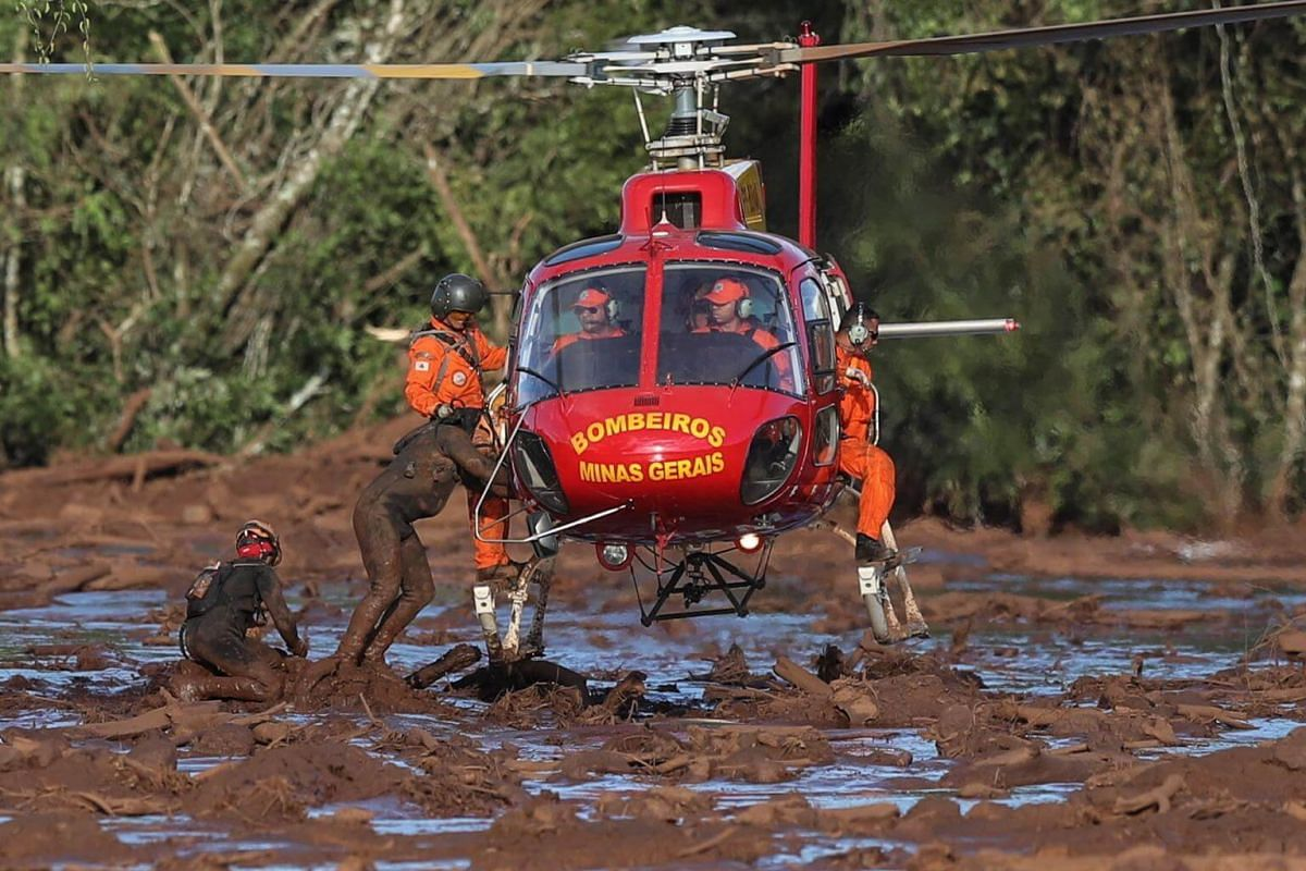 Firefighters participate in the effort to rescue victims of a dam break at a mine belonging to the company Vale, in Brumadinho, Brazil, on Jan 27, 2019.