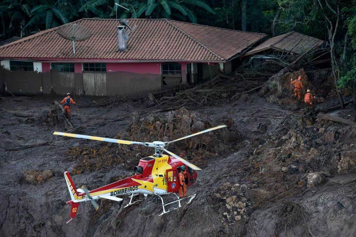 Firefighters search for bodies in the region of Corrego do Feijao in Brumadinho, Brazil, on Jan 27, 2019.