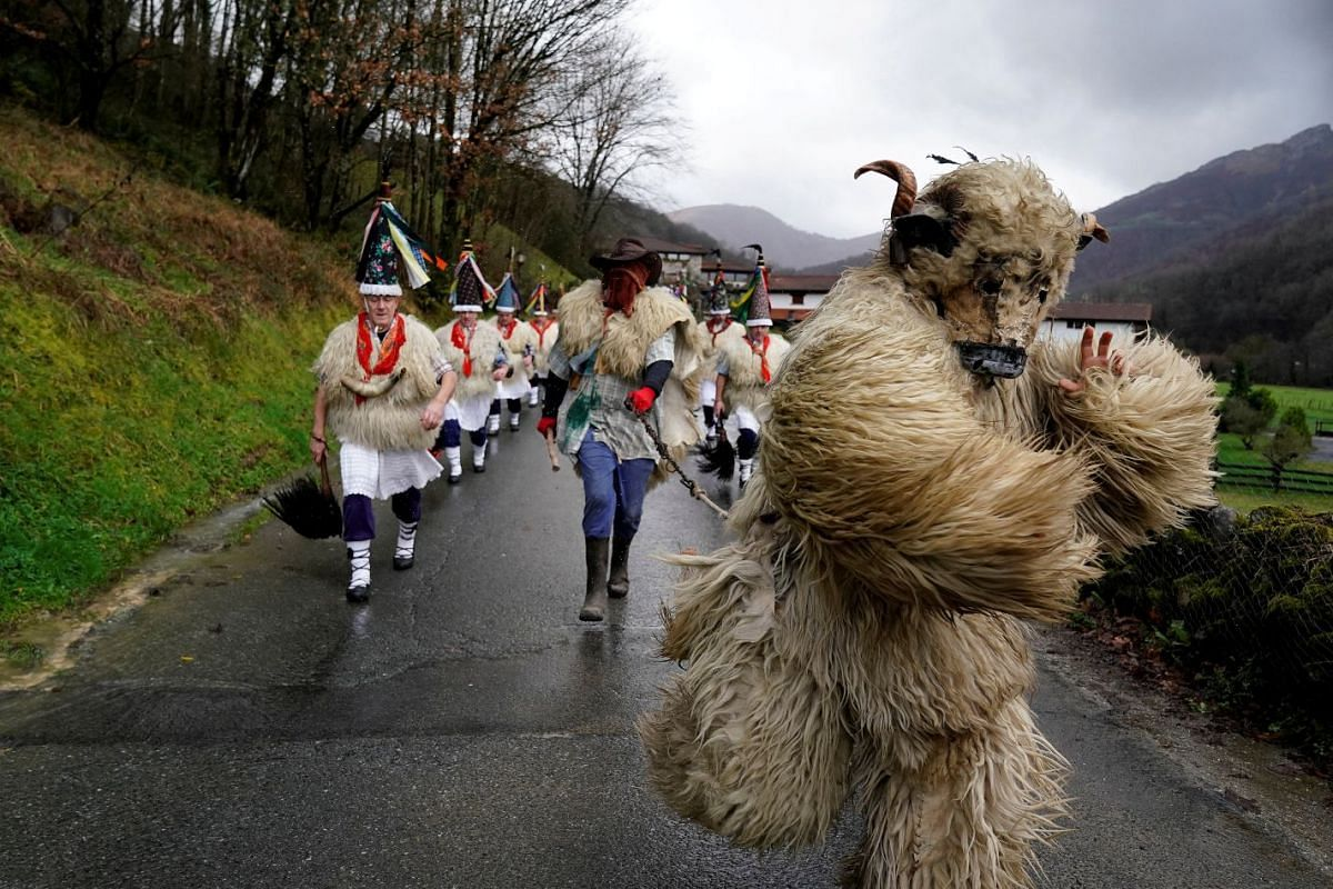 A man dressed as a bear accompanies bell-wearing dancers known as Joaldunak performing a ritual dance to ward off evil spirits and awaken the coming spring, during carnival celebrations in Ituren, northern Spain January 28, 2019. PHOTO: REUTERS
