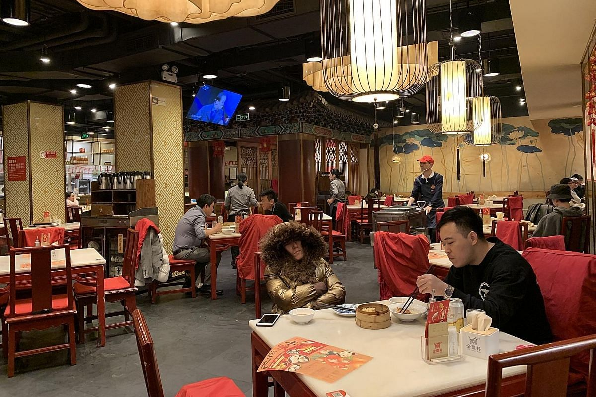 Customers at the Jindingxuan restaurant in eastern Beijing (above) past 2am on a weekday. The 24-hour dimsum restaurant (below) does a brisk business because Beijing has few restaurants that open till the wee hours, and fewer still that never close.
