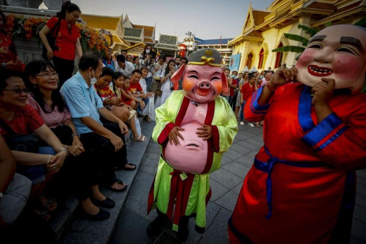 Performers in costumes of a pig and other traditional Chinese characters entertain tourists at a temple during a performance to celebrate the Chinese New Year, in Chinatown in Bangkok, Thailand, on Feb 4, 2019.
